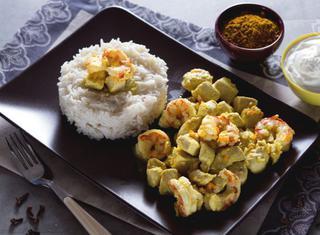 Pollo e gamberi al curry con riso basmati