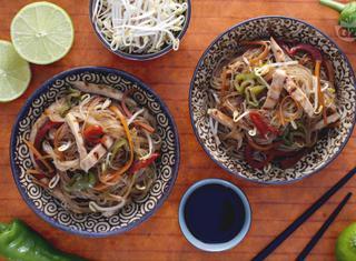 Come fare gli spaghetti di soia all'orientale