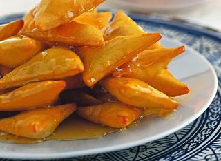I triangoli fritti ricoperti di miele