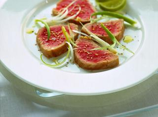 Ricetta: carpaccio di tonno e cipollotti