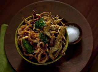 Frittino con calamari e basilico