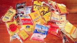 Des sachets d'alcool qu'on peut trouver à tous les coins de rue en Ouganda - Crédit : sarnianinnebbi.blogspot.com