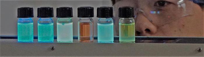Des teintes de polymères fluorescentes qui sont utilisé dans la langue artificielle pour détecter les whiskys - Crédit : Uwe Bunz