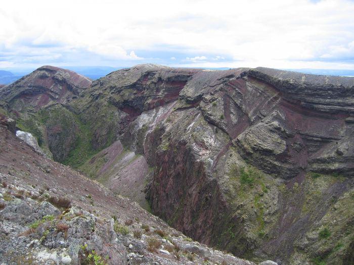 Des cristaux de Zircon dans un volcan en Nouvelle-Zélande racontent une histoire volcanique plus froide sous la surface - Crédit : Kari Cooper/UC Davis