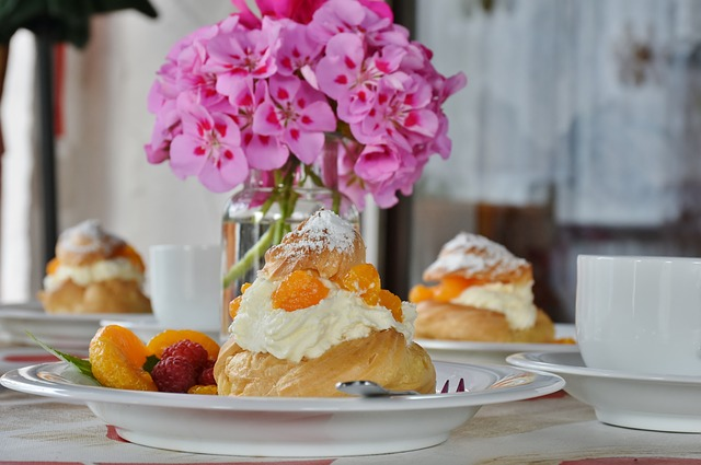 cream puff dessert with fresh fruit