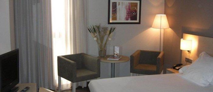 Hotel Husa Via Barcelona