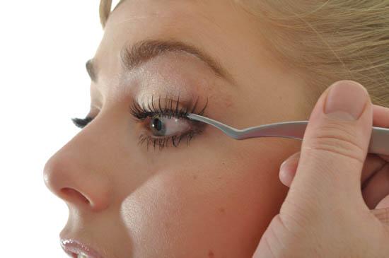 applying ja'maal buster lashes
