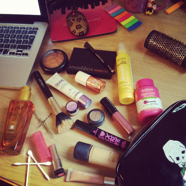 What's In My Makeup Bag - Back To Uni - Jenna Suth