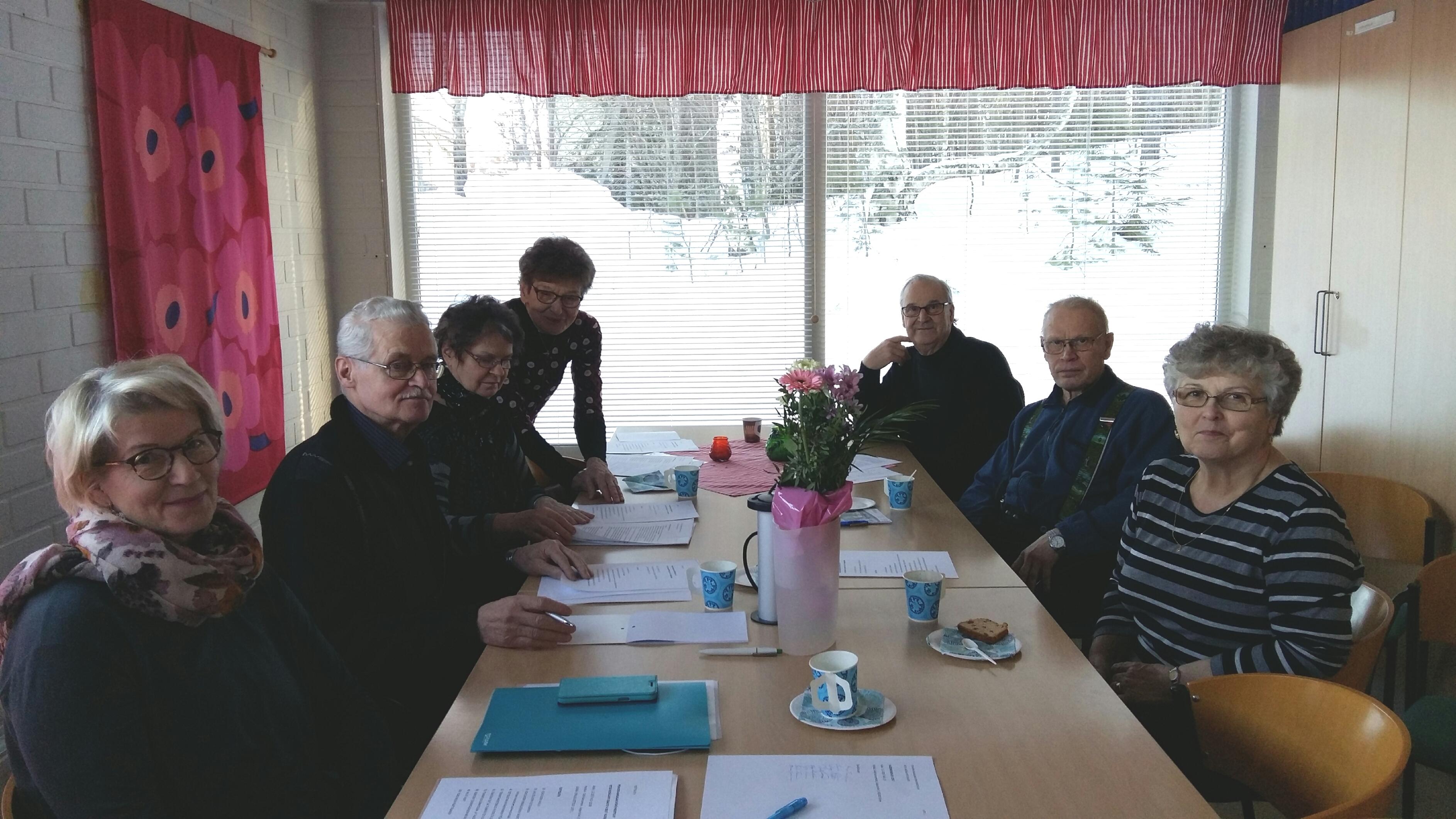 Kuvassa Kitee/Kesälahti -osaston johtokunnan jäseniä ja vapaaehtoistoimijoita.