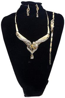 Gold Studded Ladies Jewelry Set