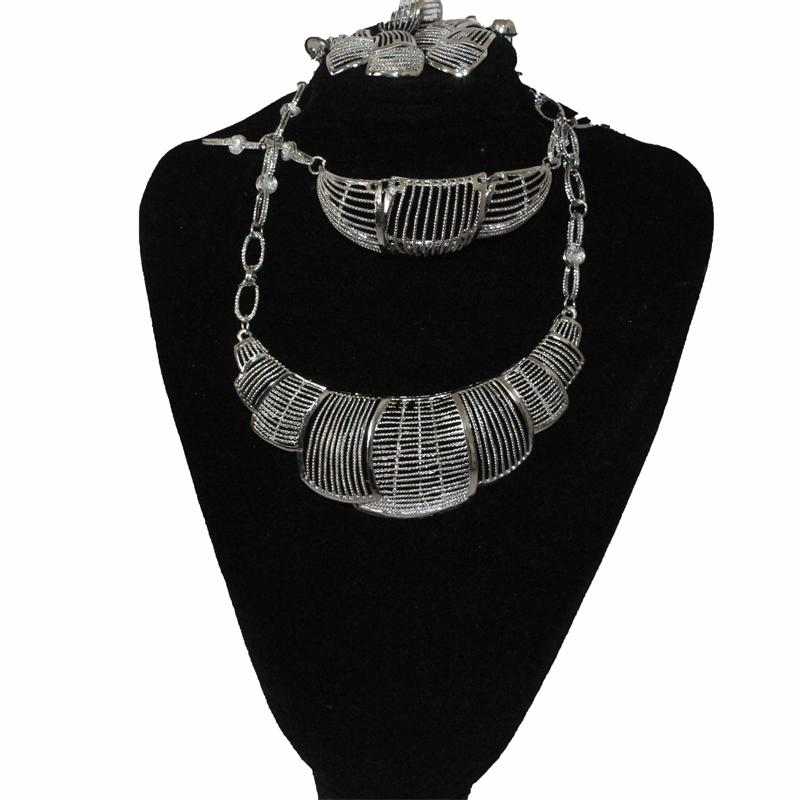 Fashion Silver Line Perforated Jewelry Set