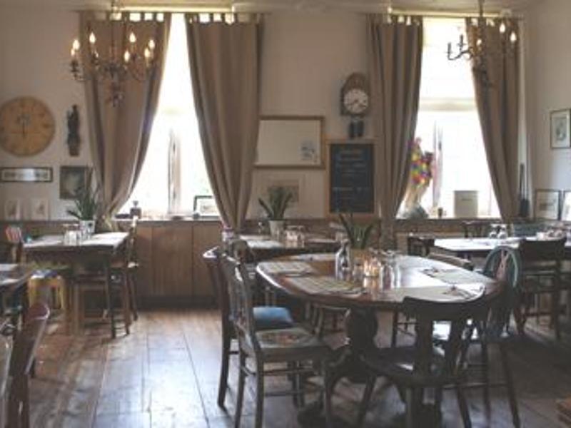 Reserveer een tafel bij Restaurant Café-Eetkamer Saint Servais in ...