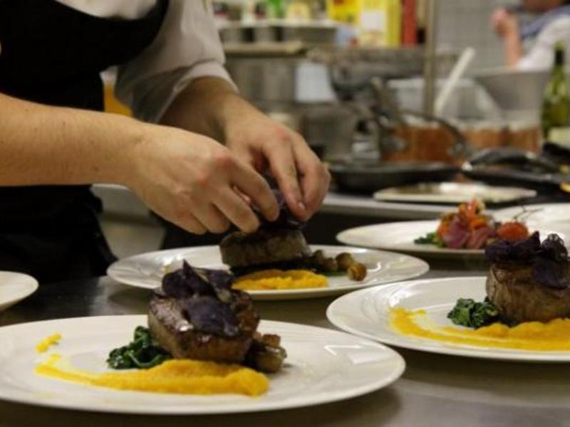Reserveer een tafel bij caf restaurant 39 t kombuis in akersloot - Kombuis keuken ...