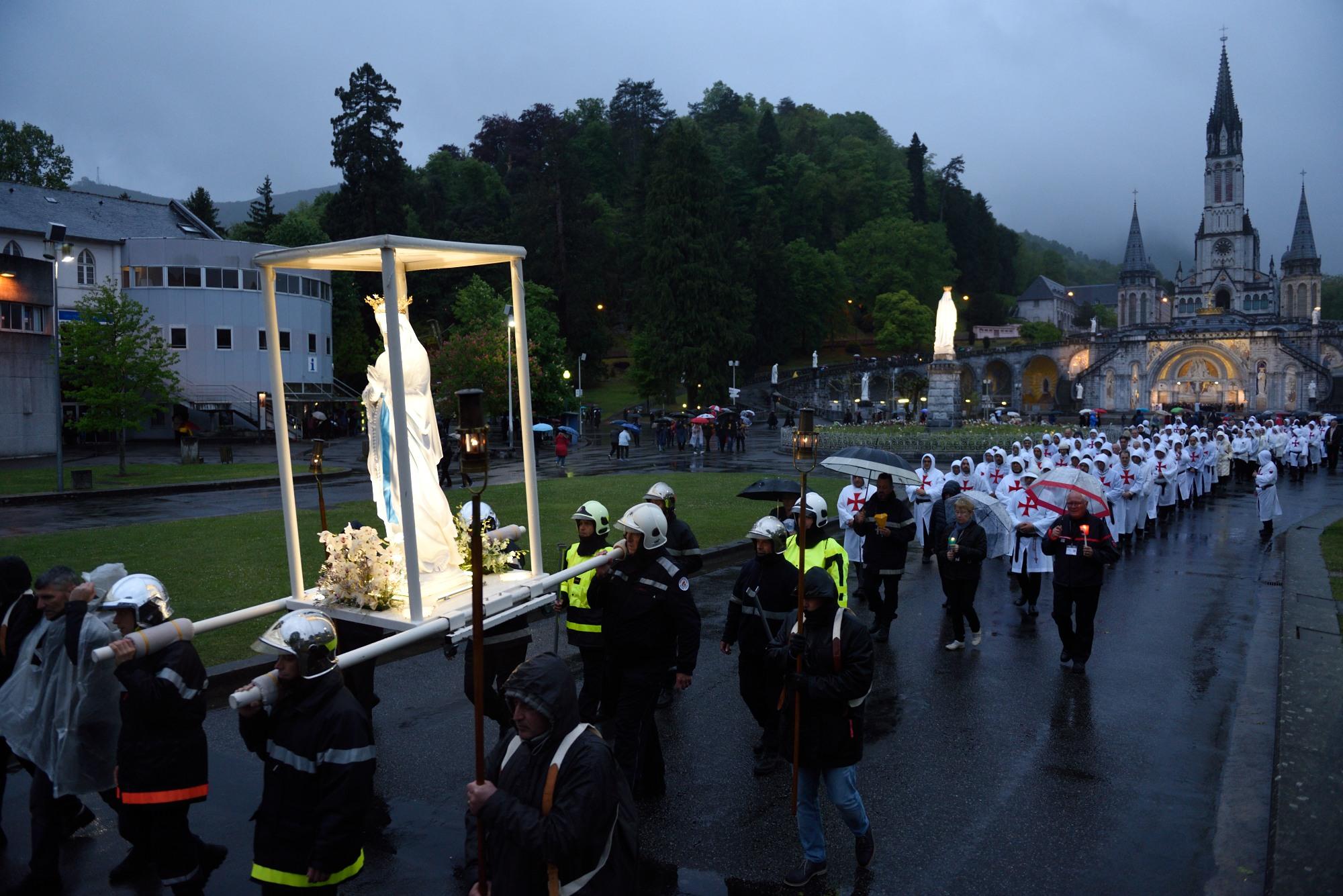 Retraite nationale Templiers Catholiques Lourdes 2019 – 3 – Procession mariale aux flambeaux en Lourdes