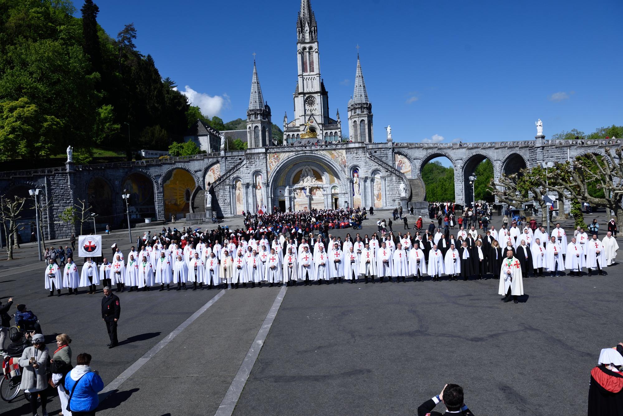 Retraite nationale Templiers Catholiques Lourdes 2019 – 4 – Sainte Messe internationale et prière dans la grotte des apparitions