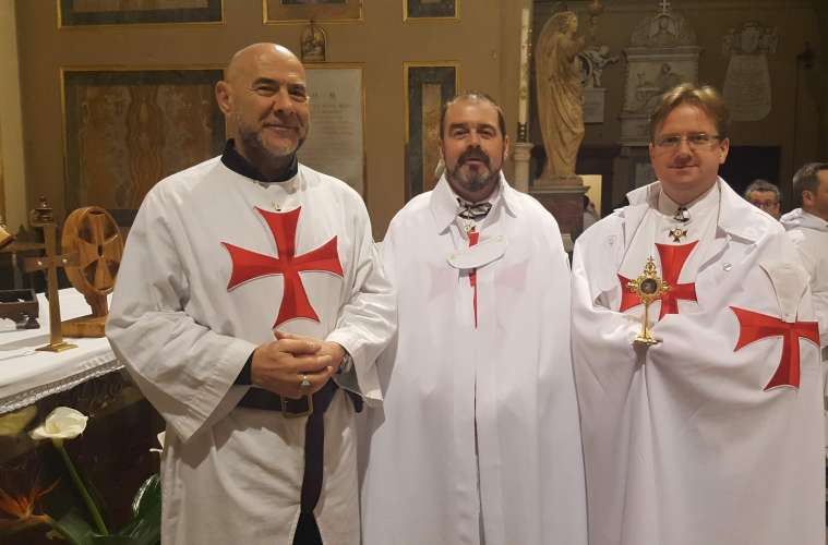 Catholic Templars with the relic of Saint George