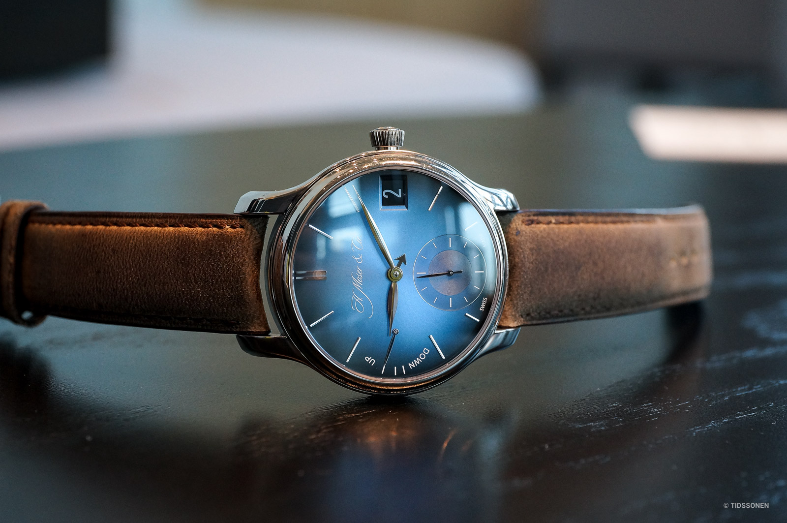 h-moser-cie-endeavour-perpetual-calendar-funky-blue-1