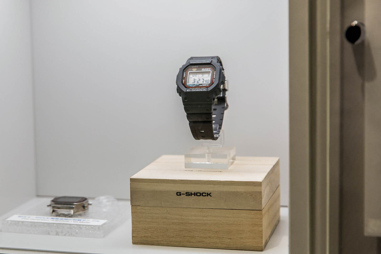 Den første G-Shock, ref. DW-5000C.
