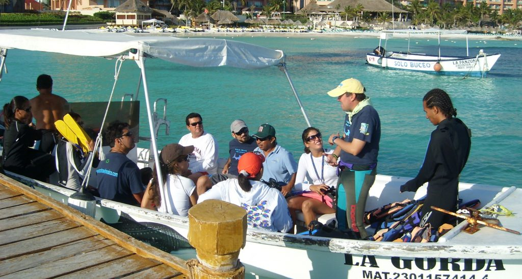 whale-shark-guide-training-mexico-2
