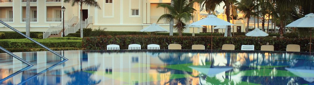 hotel-pool-slim-crop