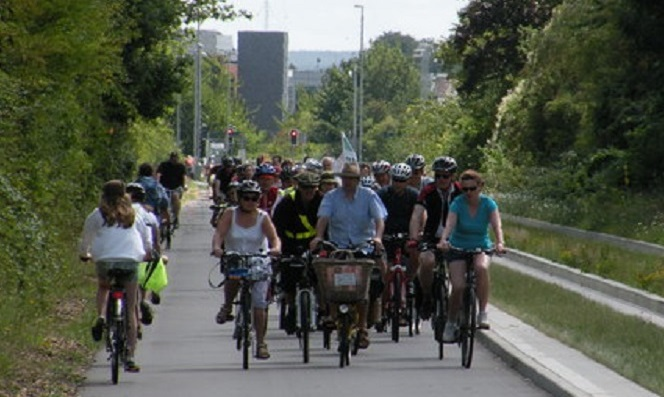 Cambridge busway and adjacent traffic-free cycling and walking path