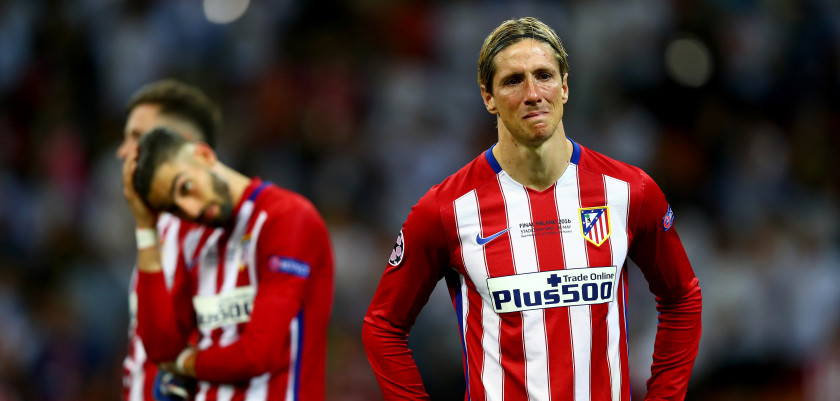 MILAN, ITALY - MAY 28:  Fernando Torres of Atletico Madrid cries after the UEFA Champions League Final match between Real Madrid and Club Atletico de Madrid at Stadio Giuseppe Meazza on May 28, 2016 in Milan, Italy.  (Photo by Clive Rose/Getty Images)