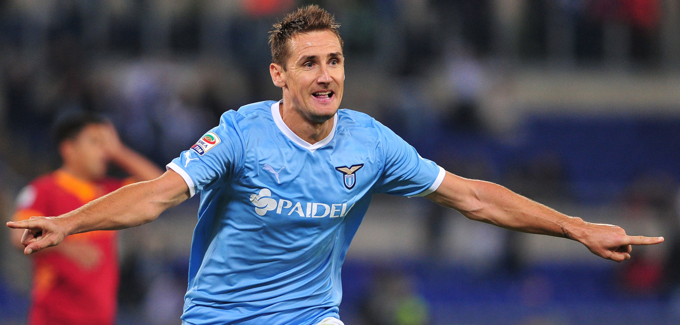 Lazio's German forward Miroslav Josef Klose celebrates on October 16, 2011 after scoring against AS Roma during an Italian serie A football match against Lazio at the Olympic stadium in Rome.  AFP PHOTO / ALBERTO PIZZOLI (Photo credit should read ALBERTO PIZZOLI/AFP/Getty Images)