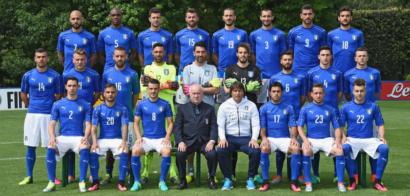 FLORENCE, ITALY - JUNE 01:  Players of Italy pose for a team photo ahead of the UEFA Euro 2016 at Coverciano on June 1, 2016 in Florence, Italy.  (Photo by Claudio Villa/Getty Images)