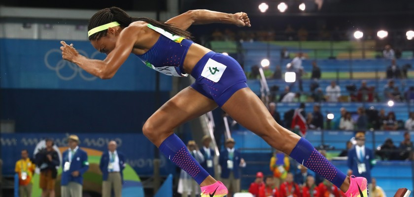 RIO DE JANEIRO, BRAZIL - AUGUST 15:  Allyson Felix of the United States  starts at the Women's 400m Final on Day 10 of the Rio 2016 Olympic Games at the Olympic Stadium on August 15, 2016 in Rio de Janeiro, Brazil. (Photo by Alexander Hassenstein/Getty Images)