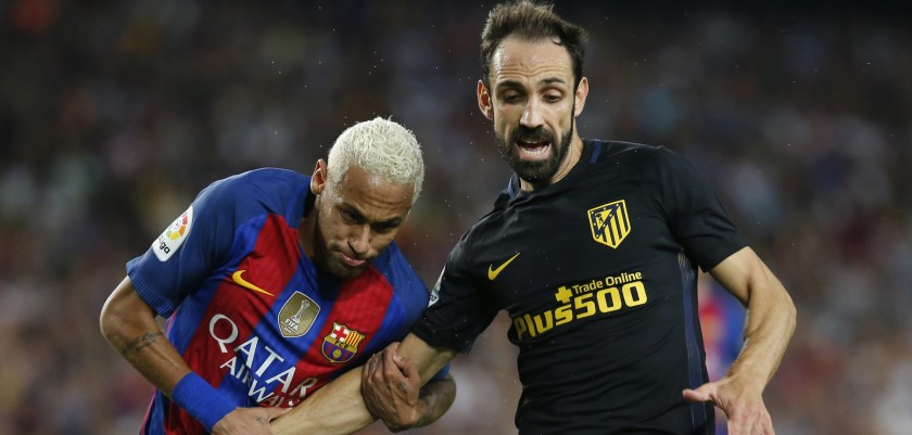 Barcelona's Brazilian forward Neymar (L) vies with Atletico Madrid's defender Juanfran  during the Spanish league football match FC Barcelona vs Club Atletico de Madrid at the Camp Nou stadium in Barcelona on September 21, 2016. / AFP / PAU BARRENA        (Photo credit should read PAU BARRENA/AFP/Getty Images)
