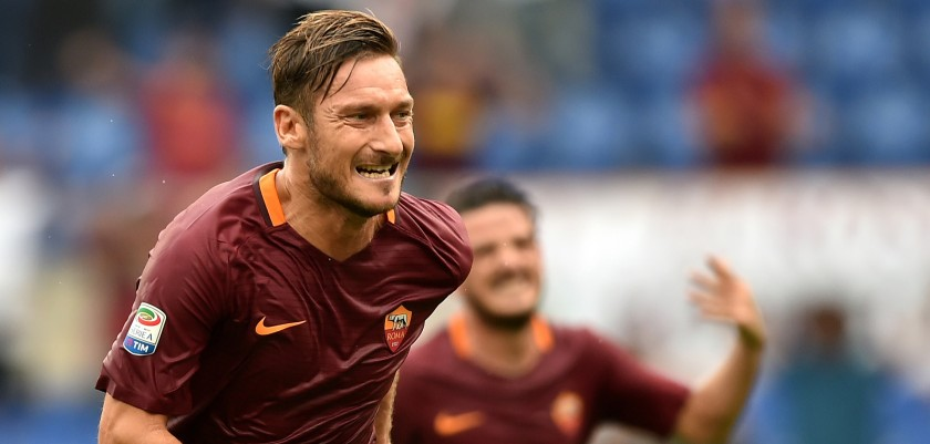 AS Roma's forward Francesco Totti celebrates after scoring during the Italian Serie A football match As Roma versus Sampdoria on September 11, 2016 at Olympic stadium in Rome.  / AFP / ALBERTO PIZZOLI        (Photo credit should read ALBERTO PIZZOLI/AFP/Getty Images)