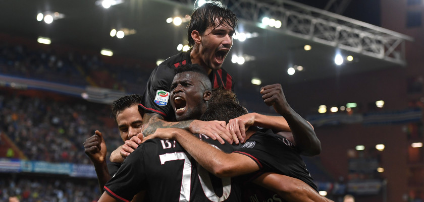 GENOA, ITALY - SEPTEMBER 16:  Carlos Bacca (C) of AC Milan celebrates after scoring the opening goal with team mates during the Serie A match between UC Sampdoria and AC Milan at Stadio Luigi Ferraris on September 16, 2016 in Genoa, Italy.  (Photo by Valerio Pennicino/Getty Images)