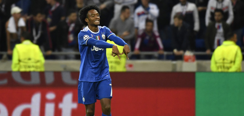 Juventus' Colombian forward Juan Cuadrado celebrates after scoring a goal during the Champions League football match between Olympique Lyonnais and Juventus on October 18, 2016  at the Parc Olympique Lyonnais stadium in Decines-Charpieu near Lyon, southeastern France.    / AFP / PHILIPPE DESMAZES        (Photo credit should read PHILIPPE DESMAZES/AFP/Getty Images)