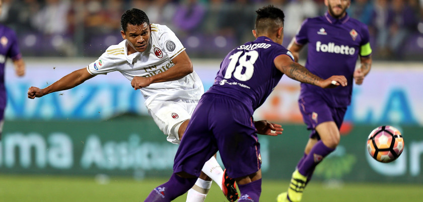 FLORENCE, ITALY - SEPTEMBER 25: Carlos Bacca of AC Milan in action during the Serie A match between ACF Fiorentina and AC Milan at Stadio Artemio Franchi on September 25, 2016 in Florence, Italy.  (Photo by Gabriele Maltinti/Getty Images)