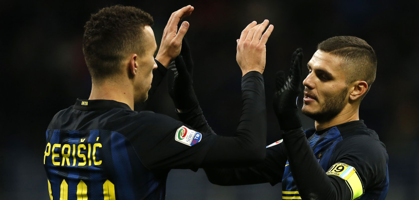 Inter Milan's Argentinian forward Mauro Emanuel Icardi (R) celebrates with his teammate Croatian forward Ivan Perisic (L) after scoring a goal during the Italian Serie A football match between Inter Milan and Fiorentina on November 28, 2016 at the San Siro Stadium in Milan. / AFP / MARCO BERTORELLO        (Photo credit should read MARCO BERTORELLO/AFP/Getty Images)