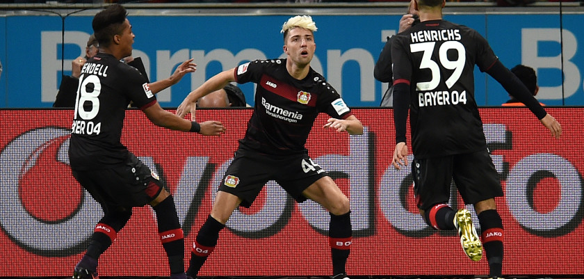 Leverkusen's Slovenian midfielder Kevin Kampl (C) celebrates scoring with his teammates during the German first division Bundesliga football match of Bayer Leverkusen vs RB Leipzig in Leverkusen, western Germany, on November 18, 2016. / AFP / PATRIK STOLLARZ / RESTRICTIONS: DURING MATCH TIME: DFL RULES TO LIMIT THE ONLINE USAGE TO 15 PICTURES PER MATCH AND FORBID IMAGE SEQUENCES TO SIMULATE VIDEO. == RESTRICTED TO EDITORIAL USE == FOR FURTHER QUERIES PLEASE CONTACT DFL DIRECTLY AT + 49 69 650050         (Photo credit should read PATRIK STOLLARZ/AFP/Getty Images)