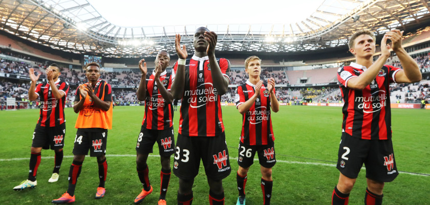 "Nice's players celebrate at the end of the French L1 football match Nice (OGCN) vs Nantes (FCN) on October 30, 2016 at the ""Allianz Riviera"" stadium in Nice, southeastern France. / AFP / VALERY HACHE        (Photo credit should read VALERY HACHE/AFP/Getty Images)"
