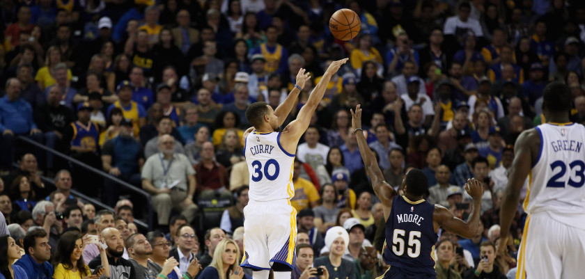 OAKLAND, CA - NOVEMBER 07:  Stephen Curry #30 of the Golden State Warriors shoots a three-point basket over E'Twaun Moore #55 of the New Orleans Pelicans at ORACLE Arena on November 7, 2016 in Oakland, California. NOTE TO USER: User expressly acknowledges and agrees that, by downloading and or using this photograph, User is consenting to the terms and conditions of the Getty Images License Agreement.  (Photo by Ezra Shaw/Getty Images)