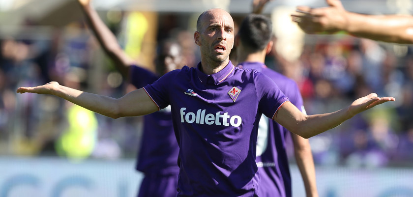 FLORENCE, ITALY - OCTOBER 16: Borja Valero of ACF Fiorentina shows his dejection during the Serie A match between ACF Fiorentina and Atalanta BC at Stadio Artemio Franchi on October 16, 2016 in Florence, Italy.  (Photo by Gabriele Maltinti/Getty Images)