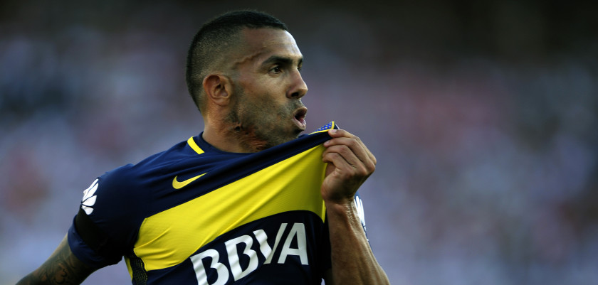TOPSHOT - Boca Juniors' forward Carlos Tevez celebrates after scoring the team's second goal against River Plate during their Argentina First Division football match at El Monumental stadium, in Buenos Aires, on December 11, 2016. / AFP / ALEJANDRO PAGNI        (Photo credit should read ALEJANDRO PAGNI/AFP/Getty Images)