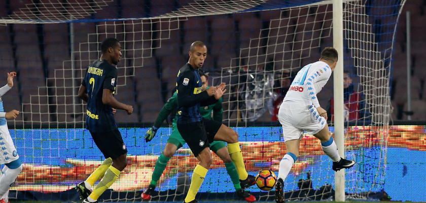 NAPLES, ITALY - DECEMBER 02:  Piotr Zielinsky of Napoli scores the opening goal during the Serie A match between SSC Napoli and FC Internazionale at Stadio San Paolo on December 2, 2016 in Naples, Italy.  (Photo by Maurizio Lagana/Getty Images)