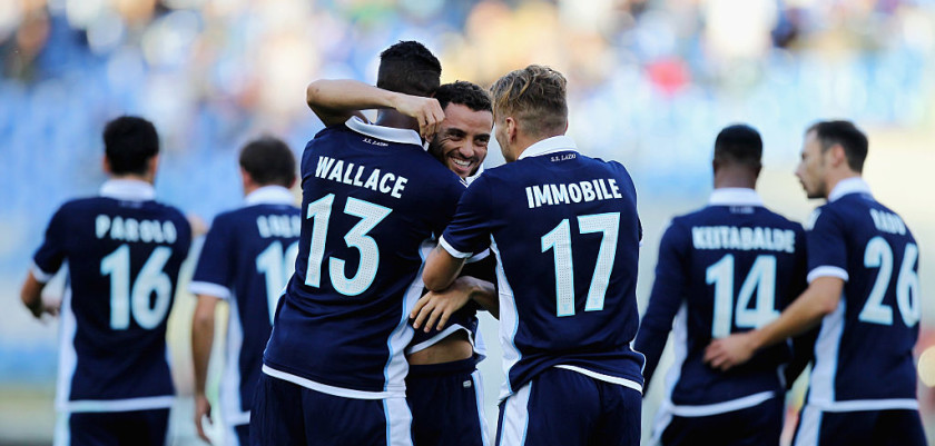 ROME, ITALY - NOVEMBER 20:  Felipe Anderson # 10 with his teammates of SS Lazio celebrates after scoring the opening goal during the Serie A match between SS Lazio and Genoa CFC at Stadio Olimpico on November 20, 2016 in Rome, Italy.  (Photo by Paolo Bruno/Getty Images)