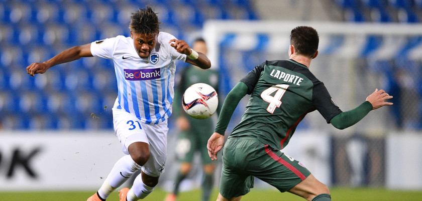 Genk's forward Leon Bailey vies with Athletic's defender Aymeric Laporte during the Europa league group football match between RC Genk and Athletic Bilbao in Genk on October 20, 2016. / AFP / Belga / YORICK JANSENS / Belgium OUT        (Photo credit should read YORICK JANSENS/AFP/Getty Images)