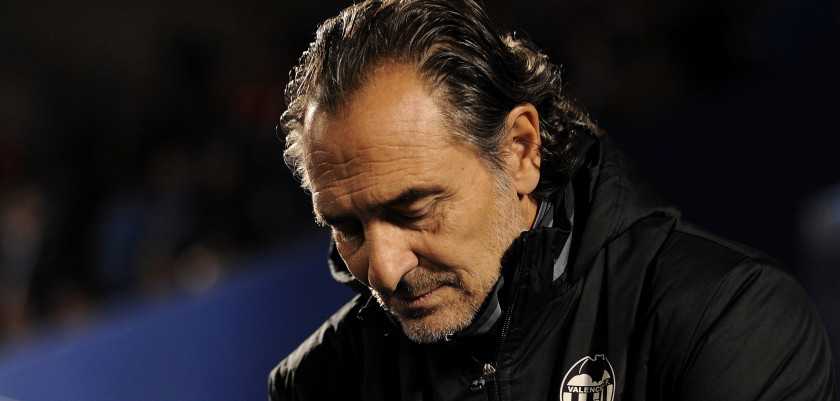 LEGANES, SPAIN - NOVEMBER 29:  Cesare Prandelli manager of Valencia CF looks down before the start of the Copa del Rey Round of 32 match between CD Leganes and Valencia CF at  Estadio Municipal de Butarque on November 29, 2016 in Leganes, Spain.  (Photo by Denis Doyle/Getty Images)