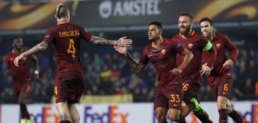 Roma's Brazilian defender Emerson Palmieri (3R) celebrates a goal with Roma's midfielder Daniele de Rossi (2R), Roma's Dutch midfielder Kevin Strootman (R) and Roma's Belgian midfielder Radja Nainggolan (L) during the Europa League round of 32 first leg football match Villarreal CF vs AS Roma at El Ceramica stadium in Vila-real on February 16, 2017. / AFP / JOSE JORDAN        (Photo credit should read JOSE JORDAN/AFP/Getty Images)