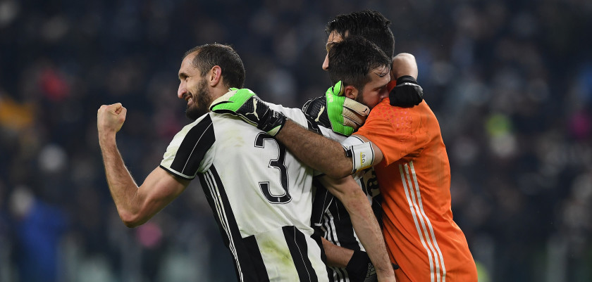 TURIN, ITALY - FEBRUARY 05:  Giorgio Chiellini (L), Miralem Pjanic (C) and Gianluigi Buffon of Juventus FC celebrate victory at the end of the Serie A match between Juventus FC and FC Internazionale at Juventus Stadium on February 5, 2017 in Turin, Italy.  (Photo by Valerio Pennicino/Getty Images)