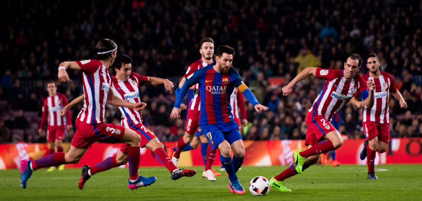 BARCELONA, SPAIN - FEBRUARY 07: Lionel Messi (C) of FC Barcelona runs with the ball between Filipe Luis (L), Nicolas Gaitan (2nd L) and Diego Godin (R) of Atletico de Madrid during the Copa del Rey semi-final second leg match between FC Barcelona and Atletico de Madrid at Camp Nou on February 7, 2017 in Barcelona, Spain. (Photo by Alex Caparros/Getty Images)