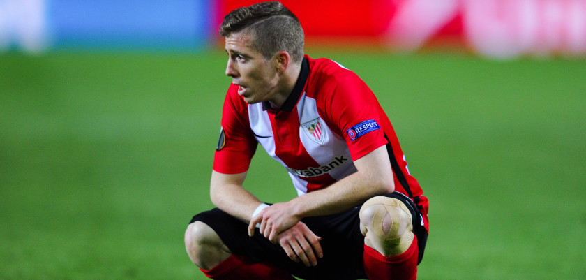 SEVILLE, SPAIN - APRIL 14:  Iker Muniain of Athletic Club looks on  during the UEFA Europa League quarter final second leg match between Sevilla and Athletic Bilbao at the Ramon Sanchez Pijuan stadium on April 14, 2016 in Seville, Spain.  (Photo by David Ramos/Getty Images)