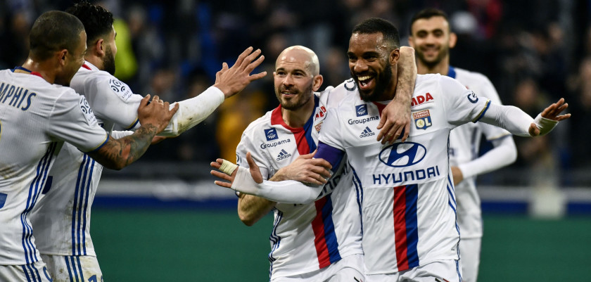 Lyon's French forward Alexandre Lacazette (C) celebrates after scoring a goal during the French L1 football match Olympique Lyonnais (OL) vs FC Metz on February 26, 2017, at the Parc Olympique Lyonnais stadium in Decines-Charpieu, central-eastern France. / AFP / JEFF PACHOUD        (Photo credit should read JEFF PACHOUD/AFP/Getty Images)