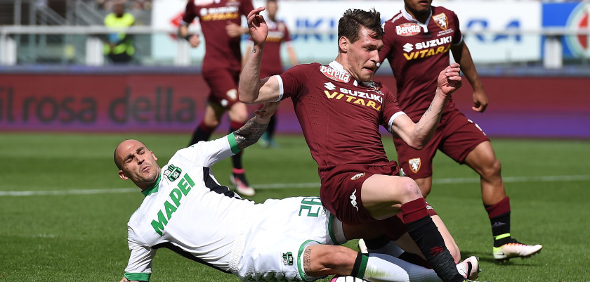 TURIN, ITALY - APRIL 24:  Andrea Belotti (R) of Torino FC is tackled by Paolo Cannavaro of US Sassuolo Calcio during the Serie A match between Torino FC and US Sassuolo Calcio at Stadio Olimpico Grande Torino on April 24, 2016 in Turin, Italy.  (Photo by Valerio Pennicino/Getty Images)